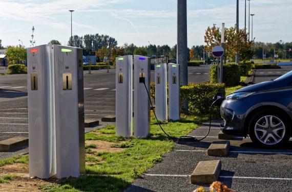 Bornes de recharge électrique : comment les trouver facilement ?