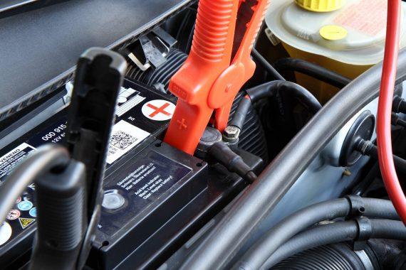 Batterie voiture : comment la recharger ?