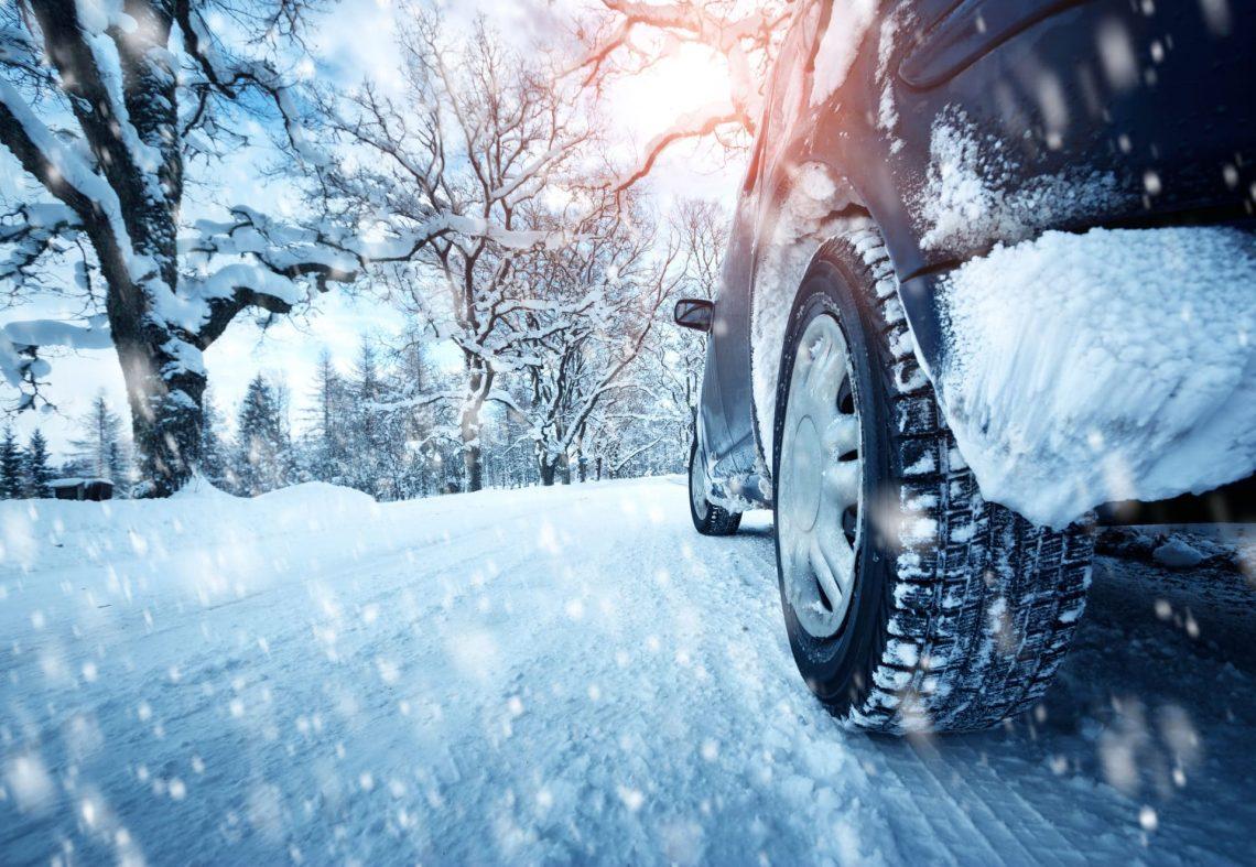 Sur route verglacée, le pneu ICE s'impose pour plus d'efficacité