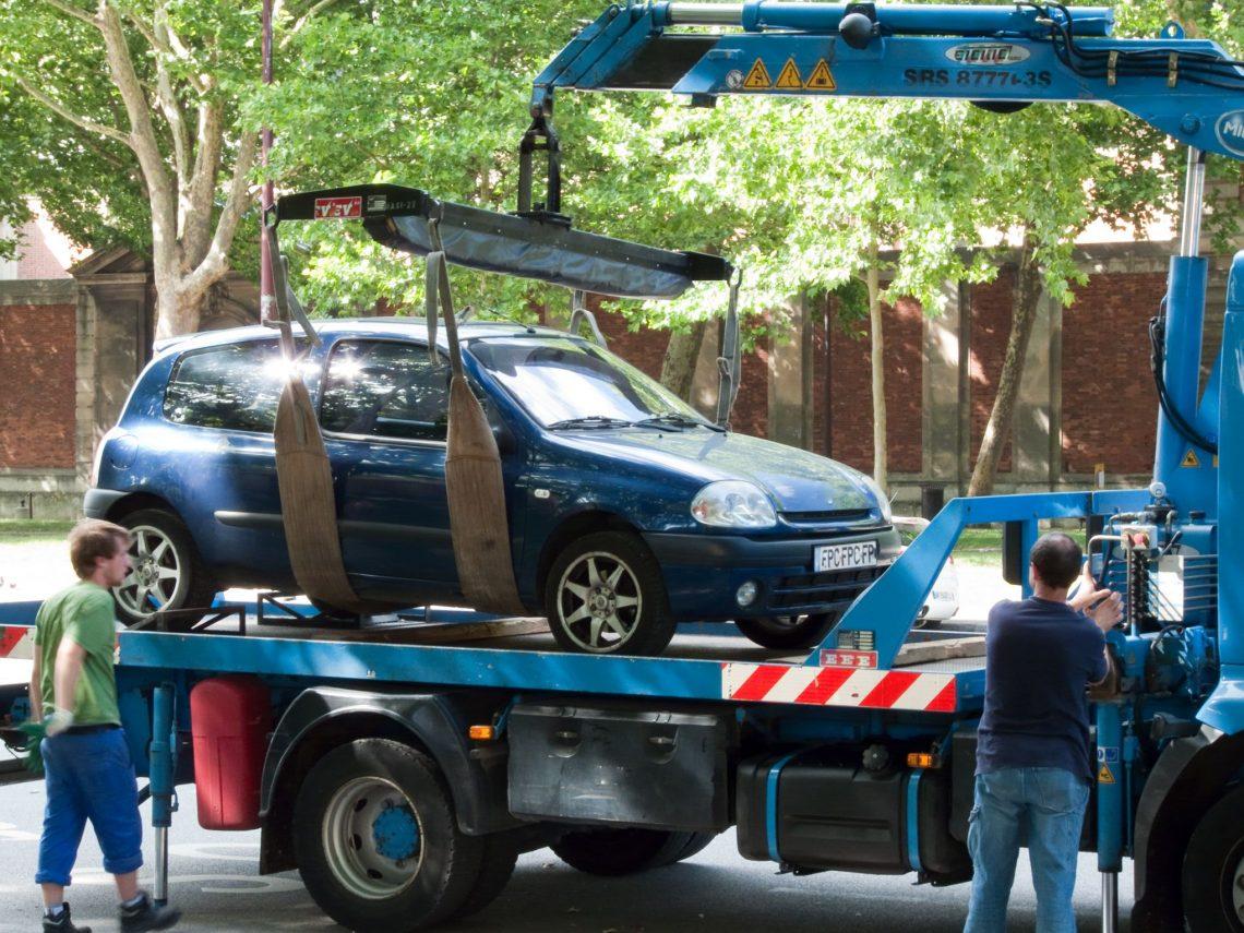 Une fois votre véhicule remorqué, vous devrez vous acquitter de frais supplémentaires pour le récupérer
